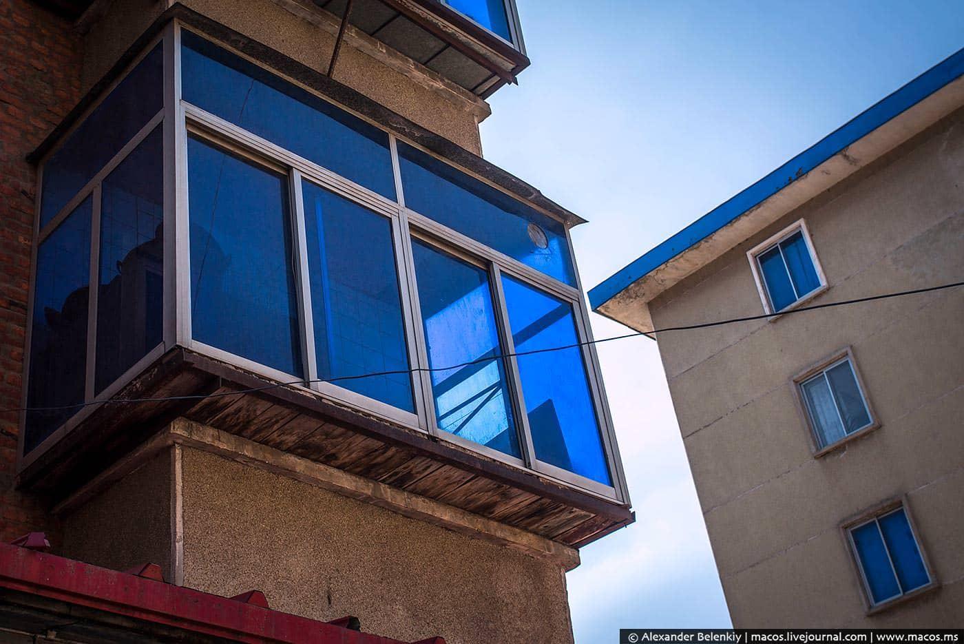 стиральной машиной, балконы с зеркальным стеклом фото взгляд